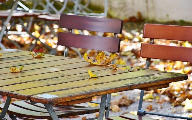 Vedligeholdelse af havemøbler