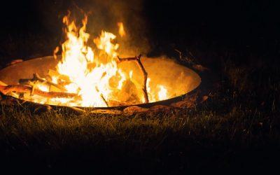 Bålfade og ild skaber hygge i haven
